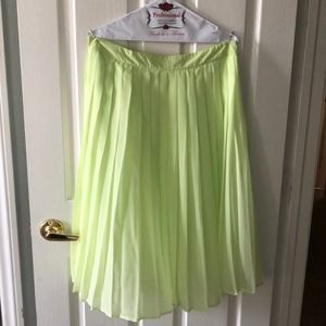 Lime green pleated skirl!